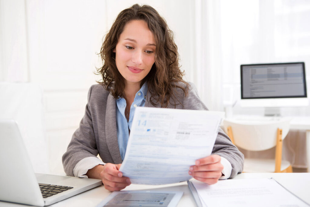 Tax Prep in Rahway, NJ making a Businesswoman Smile